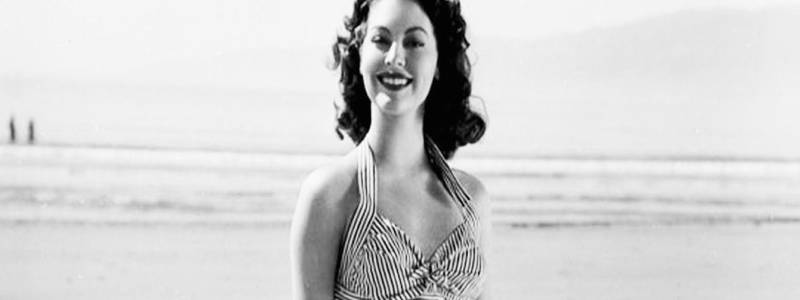 ava-gardner-beach-b9858934cd31023ad3e4869371d4a44f-large-934057