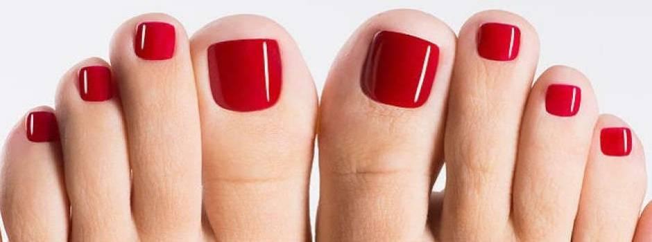 pedicure-manicure-smalto-accessorio-fashion