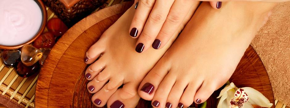 pedicure-manicure-smalto-accessorio-fashion-