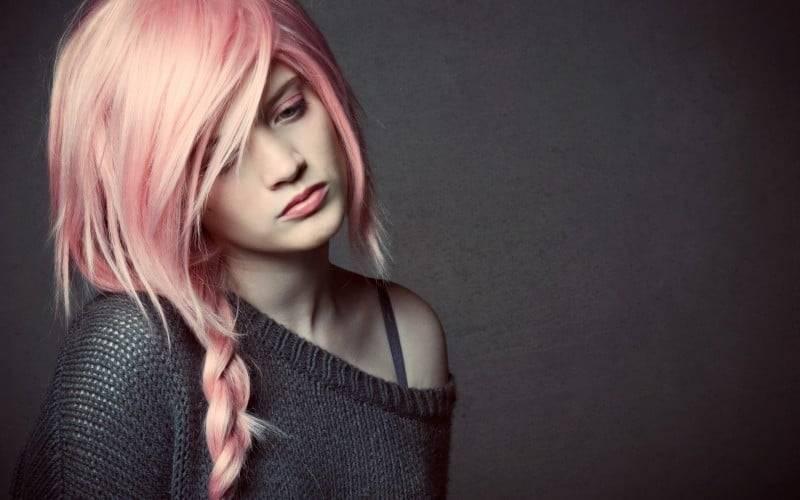 La grande tendenza dei capelli rosa-1