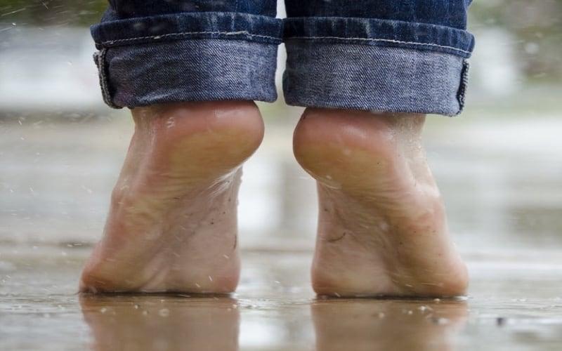 earthing - camminare a piedi nudi-1
